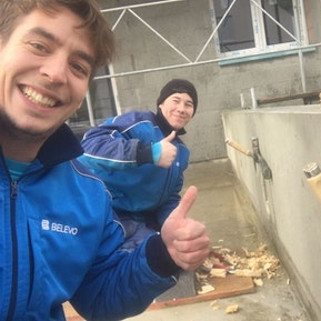 Marius und Pascal mit Freude an der Arbeit