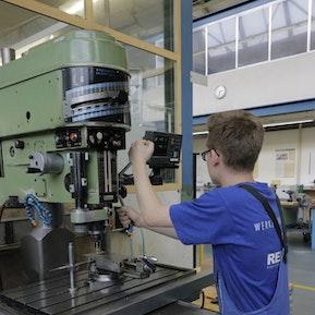 Polymechaniker - Bearbeitung an Ständerbohrmaschine