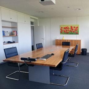 Sitzungszimmer & Arbeitsplätze