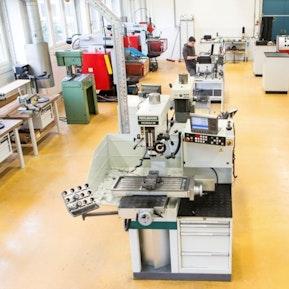 Lehrlingswerkstatt und Maschinen