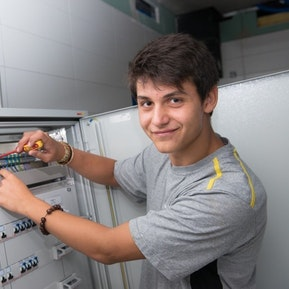 Deine Arbeit als Elektroinstallateur/In bei der Burkhalter Gruppe