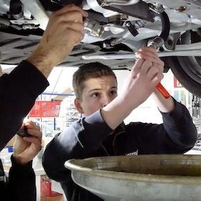 Automobil-Mechatroniker